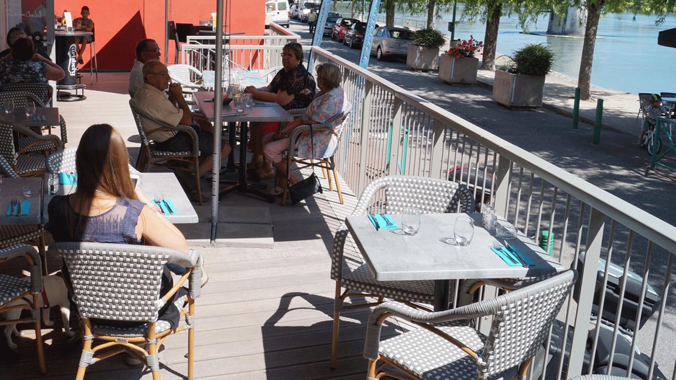terrasse soleil hotel du rhone